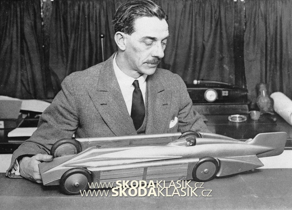 1930 Irving s modelem vozu Golden Arrow.