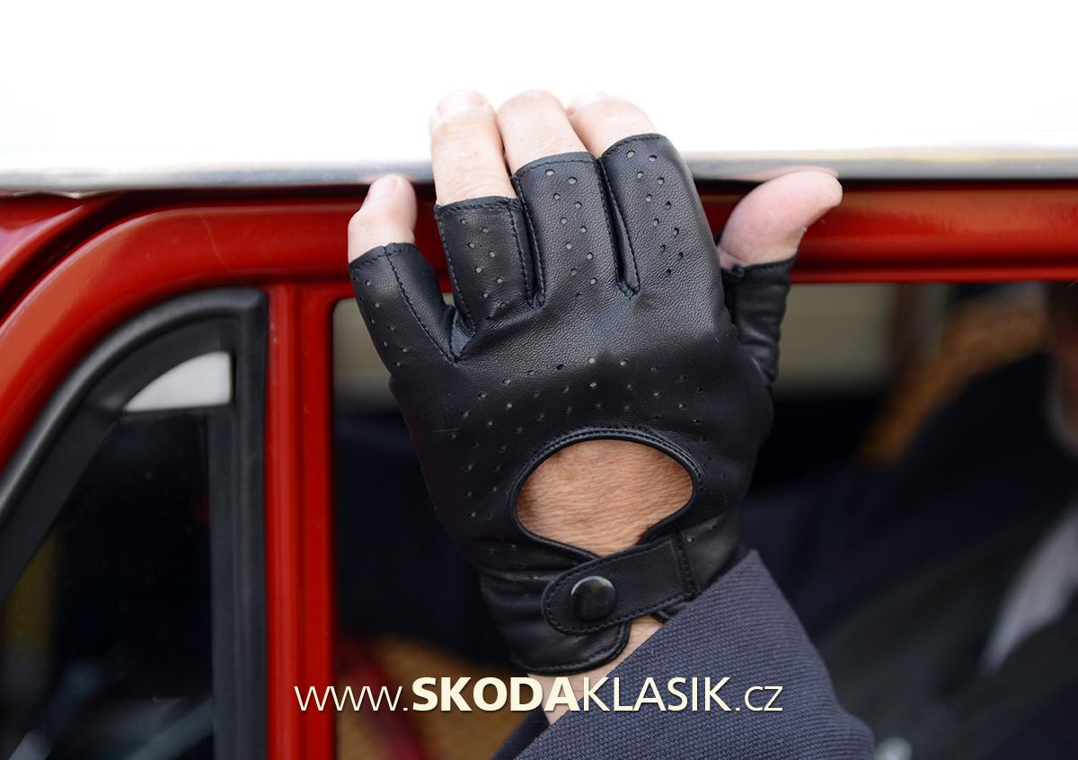 d012e913897 Základem je správná volba rukavice. Podle tabulky velikostí